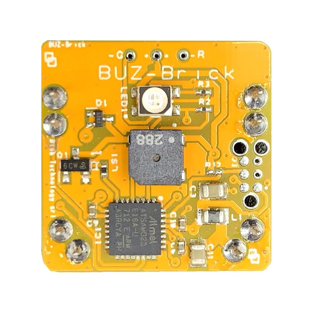 Il Blebrick BUZ è un attuatore che include un cicalino e un LED a 2 colori per segnalazioni audio-visive
