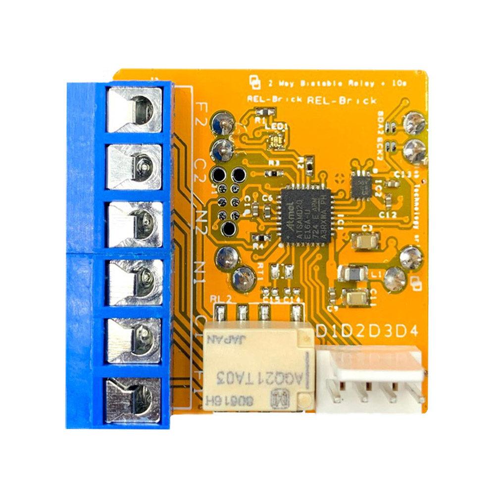 Il Blebrick REL è un attuatore che include un relè bistabile (che gestisce contemporaneamente due canali), 2 ingressi digitali e 2 uscite digitali