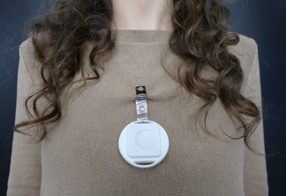 Il Protector è Un Dispositivo Indossabile Per Il Distanziamento Sociale E Il Tracciamento Dei Contagi